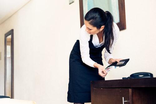 Проверка домашнего персонала на полиграфе (детекторе лжи)